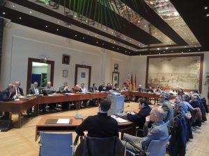 Les participants réunis dans la salle du conseil de l'Hôtel de Ville du Pecq
