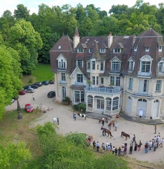 Séance d'équi-communication organisée par FEDER au château de Prunay